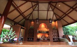 Restaurants & Lounge